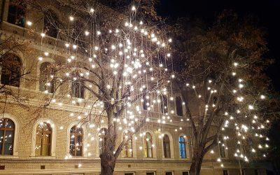 Lights On, în PressOne.ro